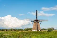 Mulino storico nel paesaggio olandese Immagini Stock