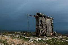 Mulino a vento abbandonato in Serra de Janeanes Fotografia Stock Libera da Diritti