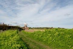 Mulino a vento al Cley-seguente--mare, Norfolk fotografie stock libere da diritti