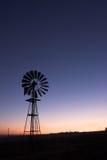 Mulino a vento al tramonto Immagini Stock Libere da Diritti