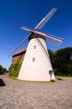Mulino a vento bianco tradizionale Immagine Stock