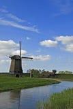 Mulino a vento in campagna immagini stock libere da diritti