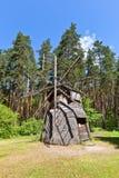 Mulino a vento circa gli anni 20 in museo all'aperto etnografico della Lettonia Fotografia Stock