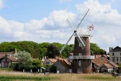 Mulino a vento, Cley-Seguente--mare, Norfolk immagini stock