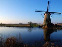Mulino a vento con la riflessione Fotografia Stock Libera da Diritti