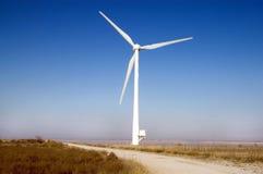 Mulino a vento contro cielo blu Fotografia Stock