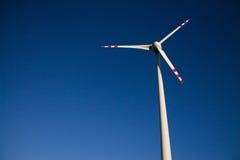 Mulino a vento contro il cielo Fotografia Stock Libera da Diritti