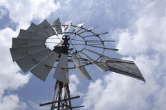 Mulino a vento del paese fotografie stock
