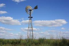 Mulino a vento del paese del Kansas immagini stock
