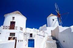 Mulino a vento del villaggio di Oia all'isola di Santorini Fotografia Stock Libera da Diritti