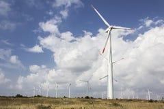 Mulino a vento della centrale elettrica Immagine Stock