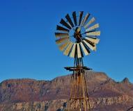 Mulino a vento della pompa ad acqua Fotografia Stock Libera da Diritti