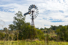 Mulino a vento di entroterra nel Queensland, Australia fotografie stock libere da diritti