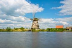 Mulino a vento di funzionamento in Kinderdijk Fotografia Stock Libera da Diritti