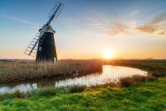 Mulino a vento di Halvergate sulla Norfolk Broads fotografie stock