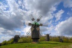 Mulino a vento di legno fotografia stock libera da diritti