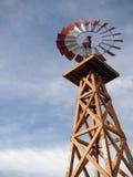 Mulino a vento di legno immagine stock
