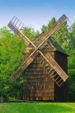 Mulino a vento di legno antico immagini stock libere da diritti