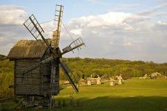 Mulino a vento di legno antico Fotografie Stock Libere da Diritti
