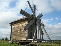 Mulino a vento di legno antico Fotografia Stock