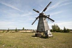 Mulino a vento di legno nel villaggio di Dudutki Immagine Stock Libera da Diritti