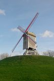 Mulino a vento di legno nominato Sint-Janshuis. Bruges, Belgio Immagine Stock