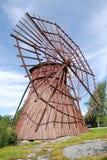Mulino a vento di legno rosso Immagini Stock Libere da Diritti