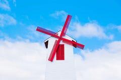 Mulino a vento e cielo blu Fotografia Stock Libera da Diritti