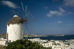 Mulino a vento e porto Mykonos Immagine Stock