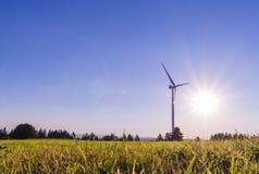 Mulino a vento ecologico per produzione di elettricità Fotografia Stock Libera da Diritti
