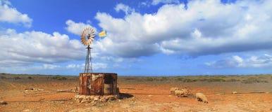 Mulino a vento, entroterra, Australia Fotografie Stock Libere da Diritti
