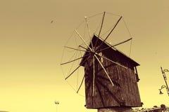 Mulino a vento girante per acqua di pompaggio Immagini Stock