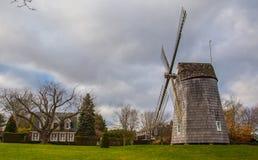 Mulino a vento in Hampton New York orientale Immagini Stock Libere da Diritti