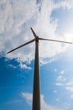 Mulino a vento il giorno soleggiato Immagini Stock