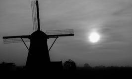 Mulino a vento Kinderdijk in bianco e nero fotografia stock libera da diritti
