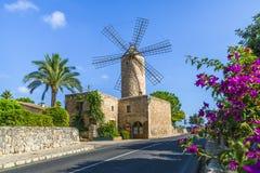 Mulino a vento medievale in Palma Mallorca, Balearic Island, Spagna immagini stock