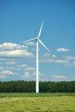 Mulino a vento moderno sul campo Fotografie Stock Libere da Diritti