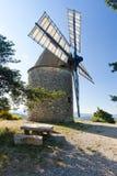 mulino a vento, Montfuron, Provenza, Francia fotografie stock libere da diritti