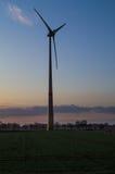 Mulino a vento nei campi dell'Olanda Immagini Stock Libere da Diritti