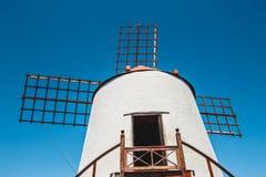 Mulino a vento nel giardino del cactus nel villaggio di Guatiza Fotografie Stock