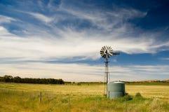 Mulino a vento nel paese Fotografie Stock Libere da Diritti