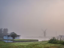 Mulino a vento nella foschia Fotografie Stock Libere da Diritti