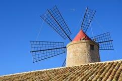 Mulino a vento in Nubia (vicino alla Trapani-città); La Sicilia. Immagini Stock Libere da Diritti