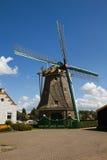 Mulino a vento olandese con cielo blu Fotografia Stock