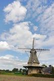 Mulino a vento olandese tipico della farina vicino a Veldhoven, il Brabante Settentrionale Fotografia Stock Libera da Diritti