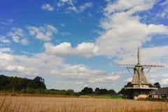 Mulino a vento olandese tipico della farina vicino a Veldhoven, il Brabante Settentrionale Fotografie Stock