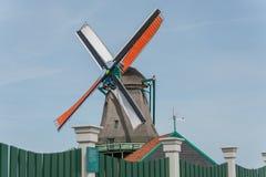 Mulino a vento olandese vicino alla città di Amsterdam Fotografie Stock Libere da Diritti