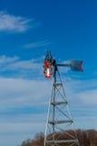 Mulino a vento rosso e d'argento Immagini Stock Libere da Diritti