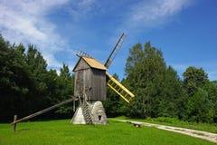 Mulino a vento rurale Fotografie Stock Libere da Diritti
