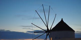 Mulino a vento in Santorini, Grecia fotografia stock libera da diritti